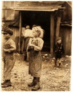 Lewis_Hine,_Bertha,_six_year_old_oyster_shucker,_Port_Royal,_South_Carolina,_1912
