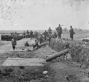 Federal_soldiers_in_Confederate_fort_on_heights_of_Centreville