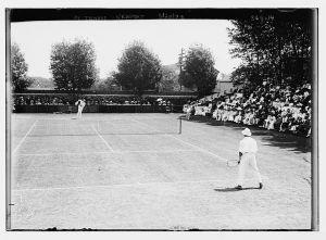 tennis_players_on_newport_casino_court_1909
