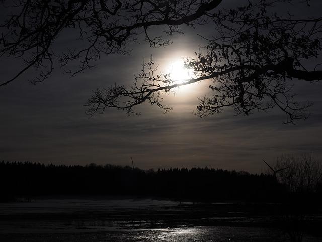 moon-1024913_640