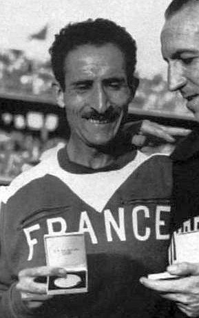 Alain_Mimoun,_vainqueur_du_marathon_de_Melbourne,_en_1956